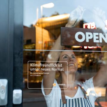 Oekostromkennzeichen an Ladentür