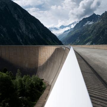 Staudamm in den Bergen