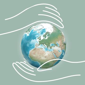Weltkugel zwischen zwei Händen