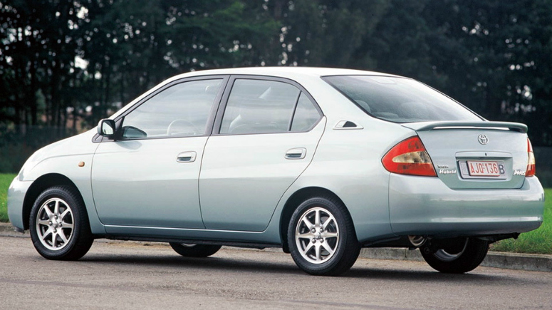 toyota-prius-grey-rear-side-1999-775.jpg