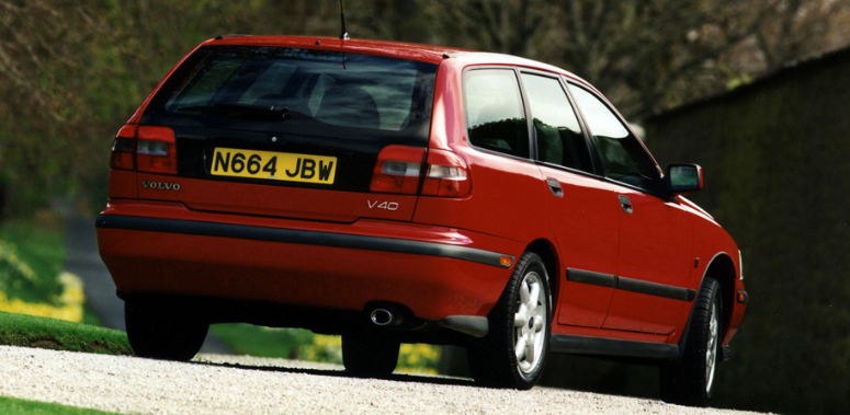 volvo-v40-18-red-rear-side-1996-775.jpg