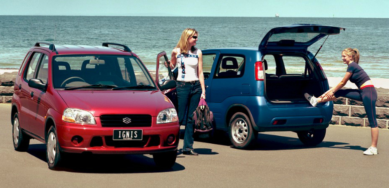 suzuki-ignis-red-front-side-blue-rear-side-2000-775