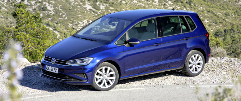 volkswagen-golf-sportsvan-blue-front-side-2018.jpg
