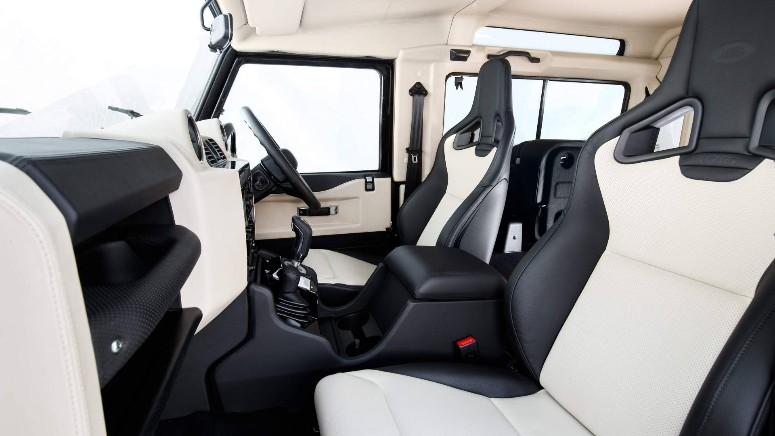 land-rover-defender-70-edition-interieur.jpg