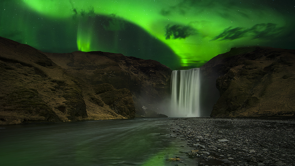 aurora-at-skogafoss-credit-scott-dunn