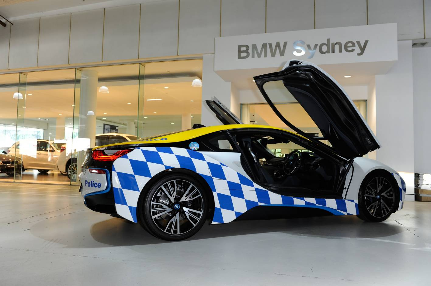 BMW i8 police INTEXT