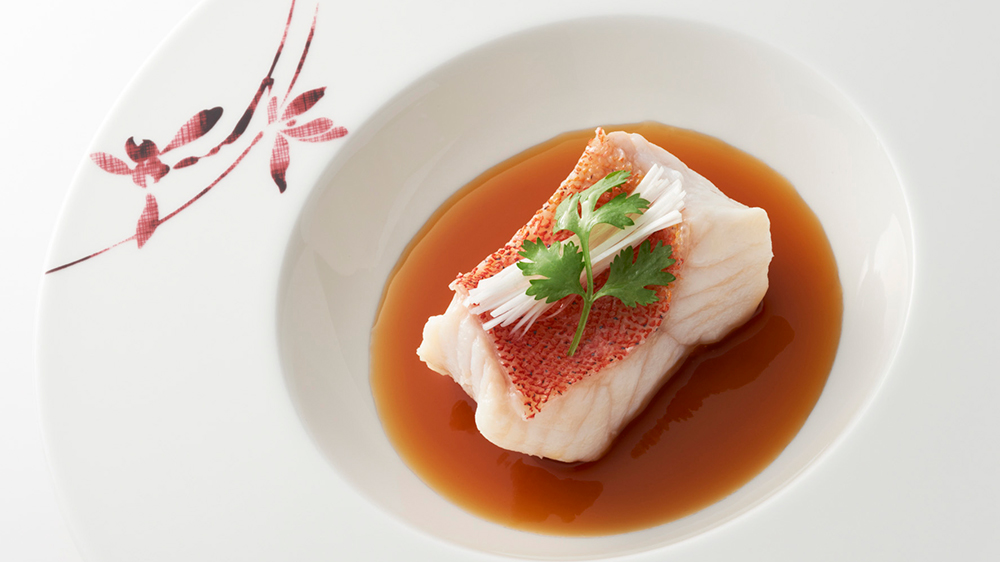 mandarin-oriental-tokyo sense steamed-okinawa-star-grouper-fillet-with-soy-based-fish-broth