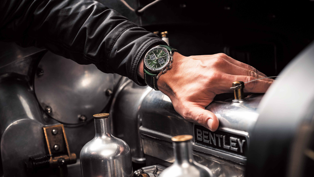 03 premier-b01-chronograph-42-bentley-british-racing-green-with-a-british-racing-green-leather-strap