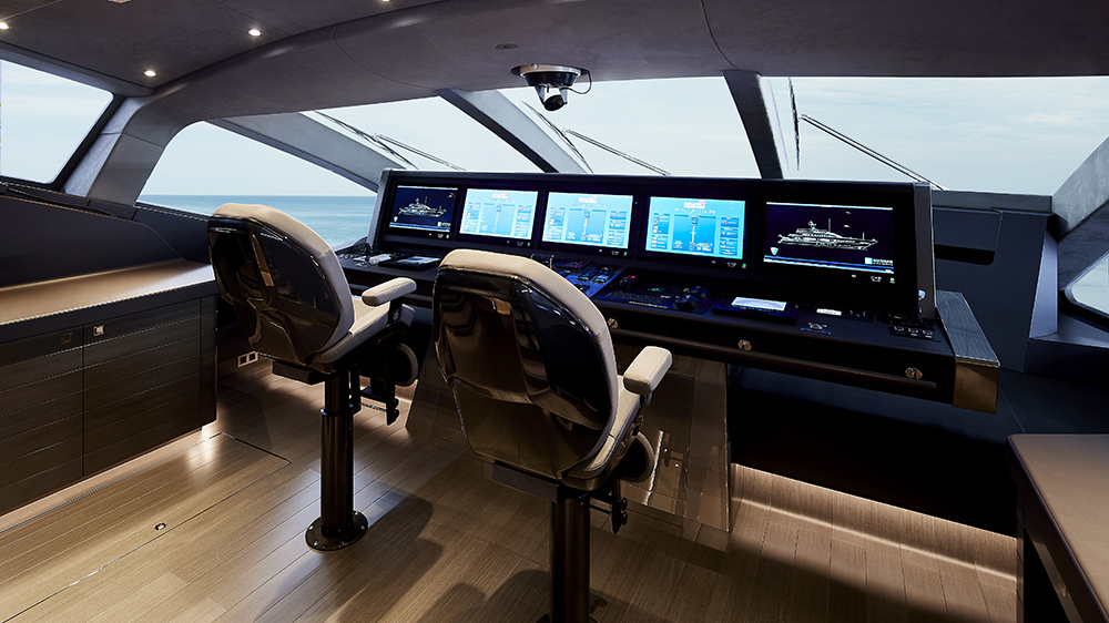 heesen-irisha-wheelhouse