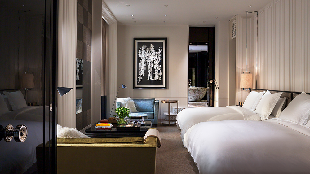 ldn 61386237 rosewood london manor house suite master bedroom