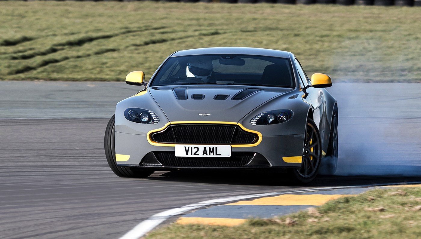 aston-martin-v12-vantage-s-manual-embed.jpg INTEXT 1