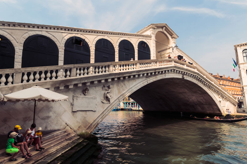 The lovely, and very unique Rialto Bridge.