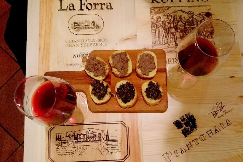 Wine & crostini: Two things you reallly must try in Tuscany
