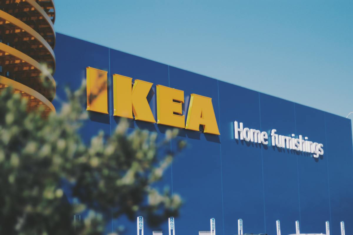 blue-building-ikea-1797405