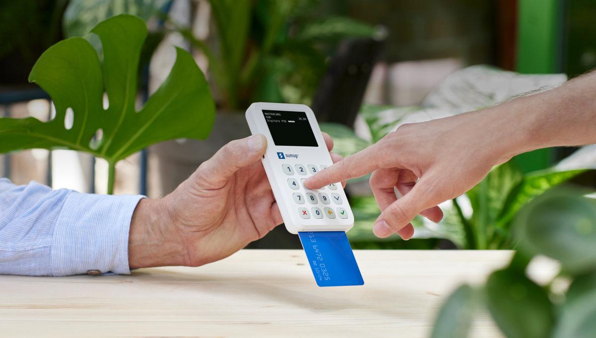 cliente paga digitando il pin nel POS SumUp 3G