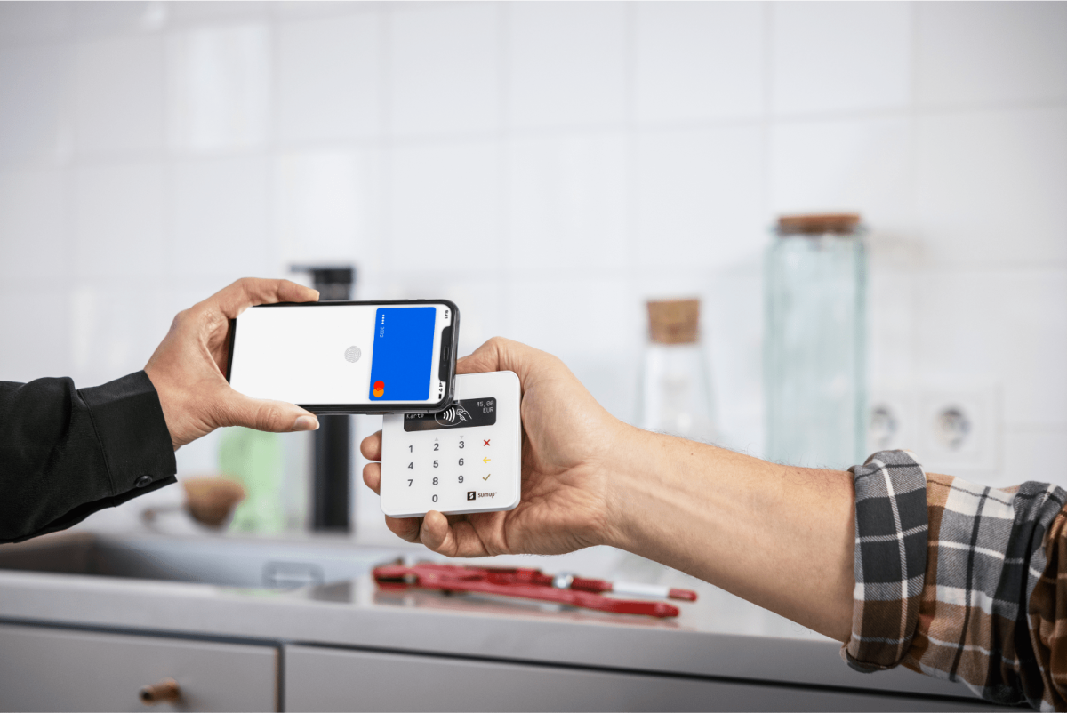 Kunde bezahlt mit dem Handy