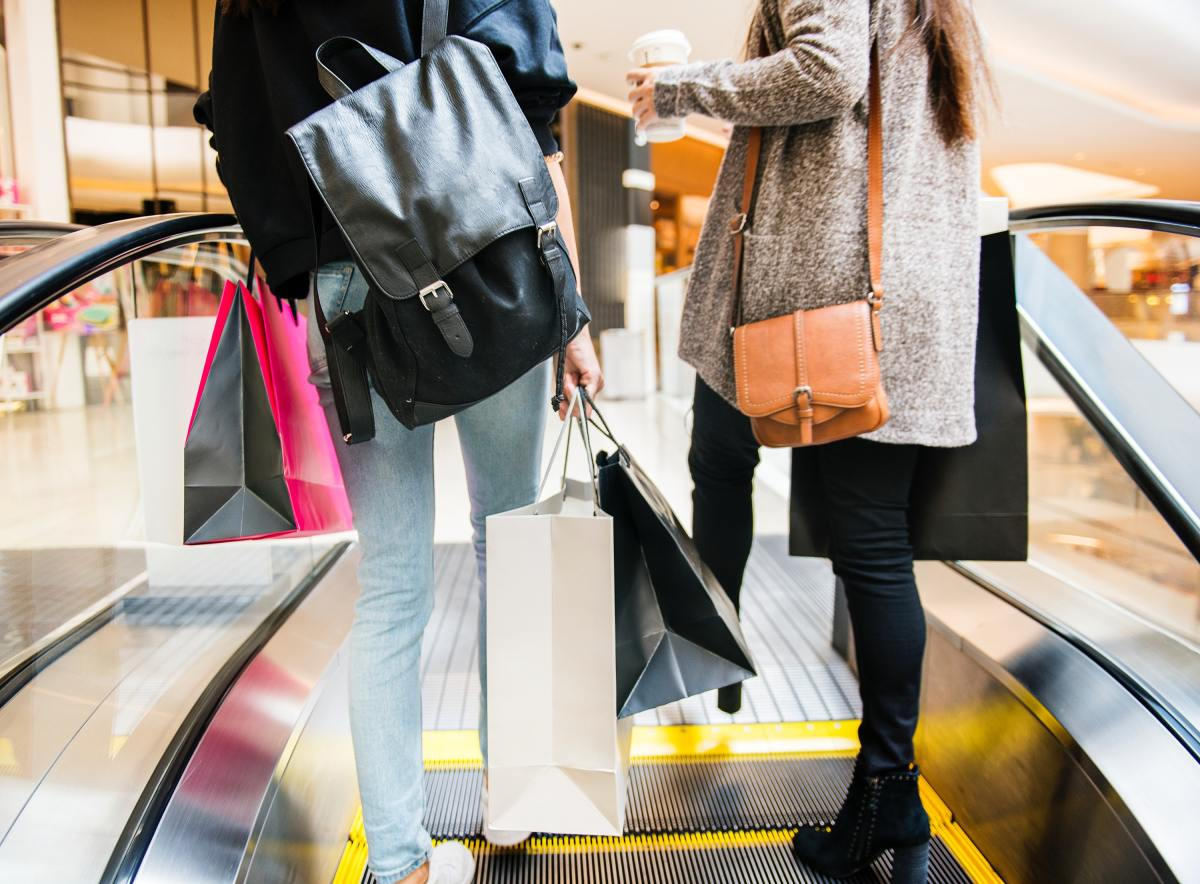 bags-black-friday-escalator-1368690