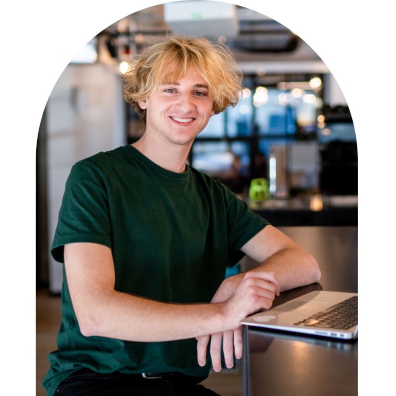 Photo of SumUp employee in the kitchen
