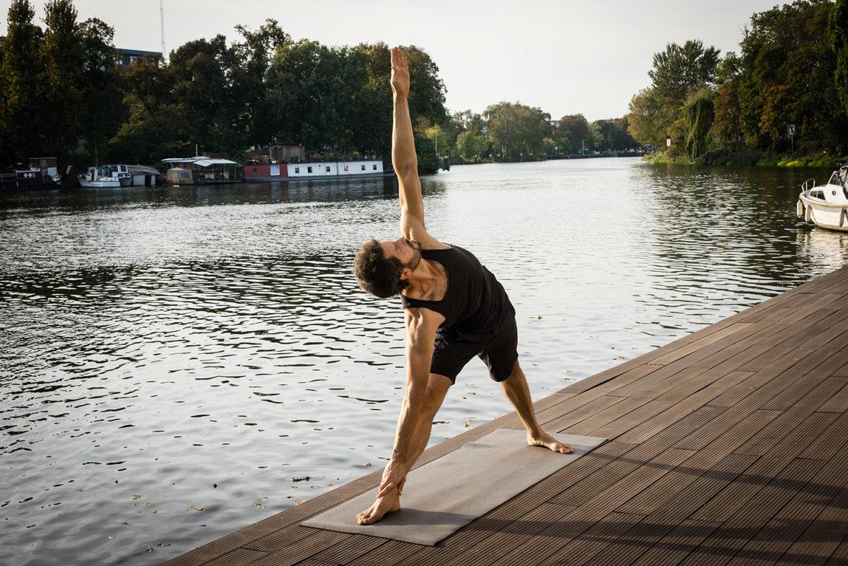 Carsten Fleck is doing Yoga.