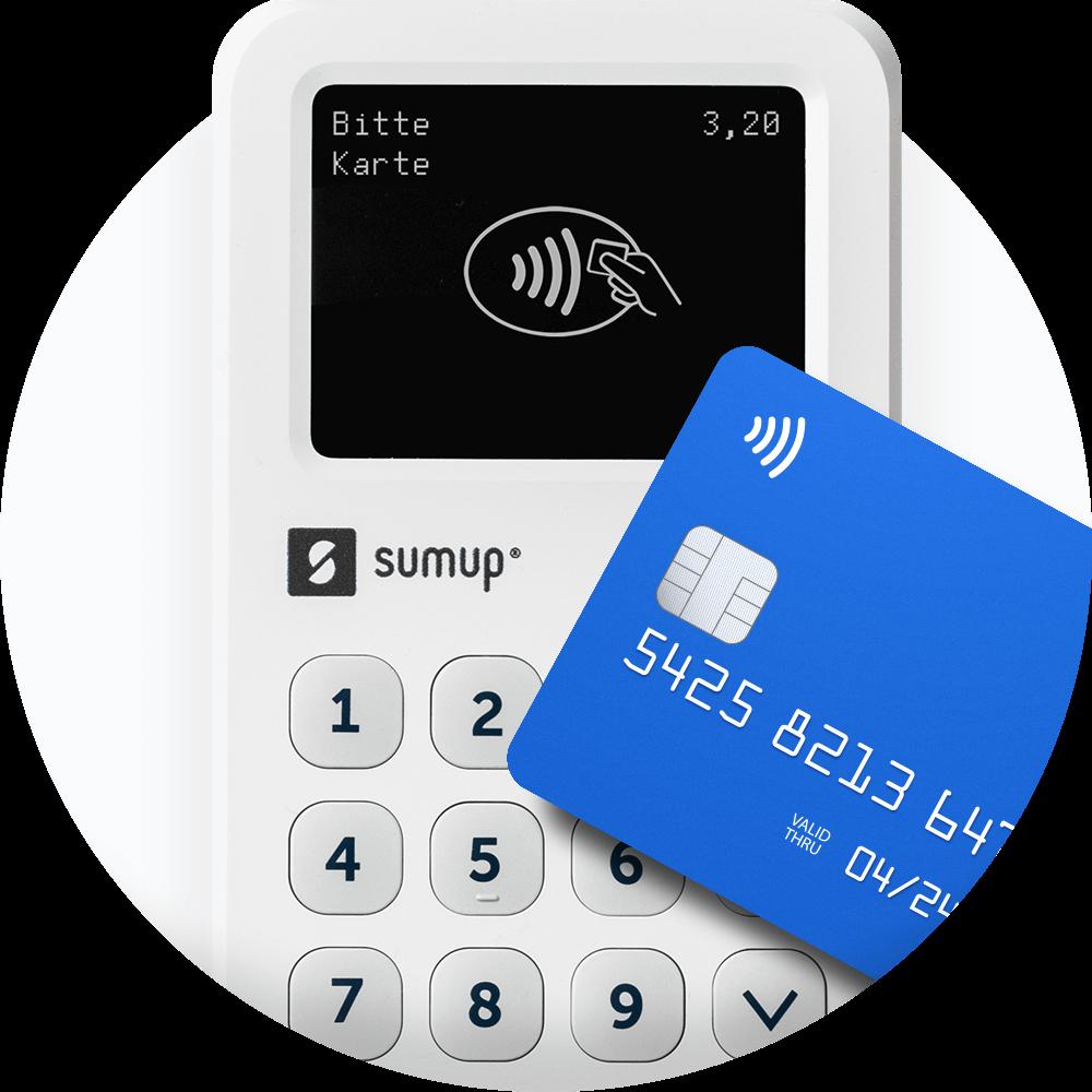 Eine Zahlungskarte schwebt über dem SumUp 3G Kartenterminal