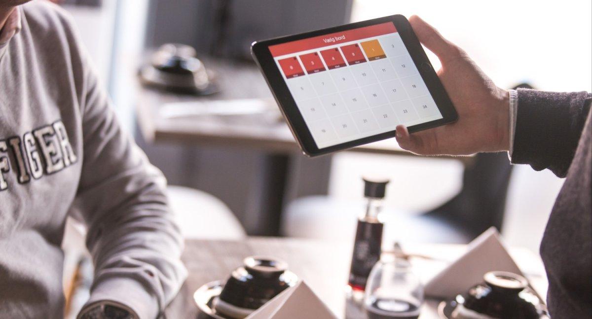 Bestellung wird auf einer iPad Kasse im Restaurant aufgenommen