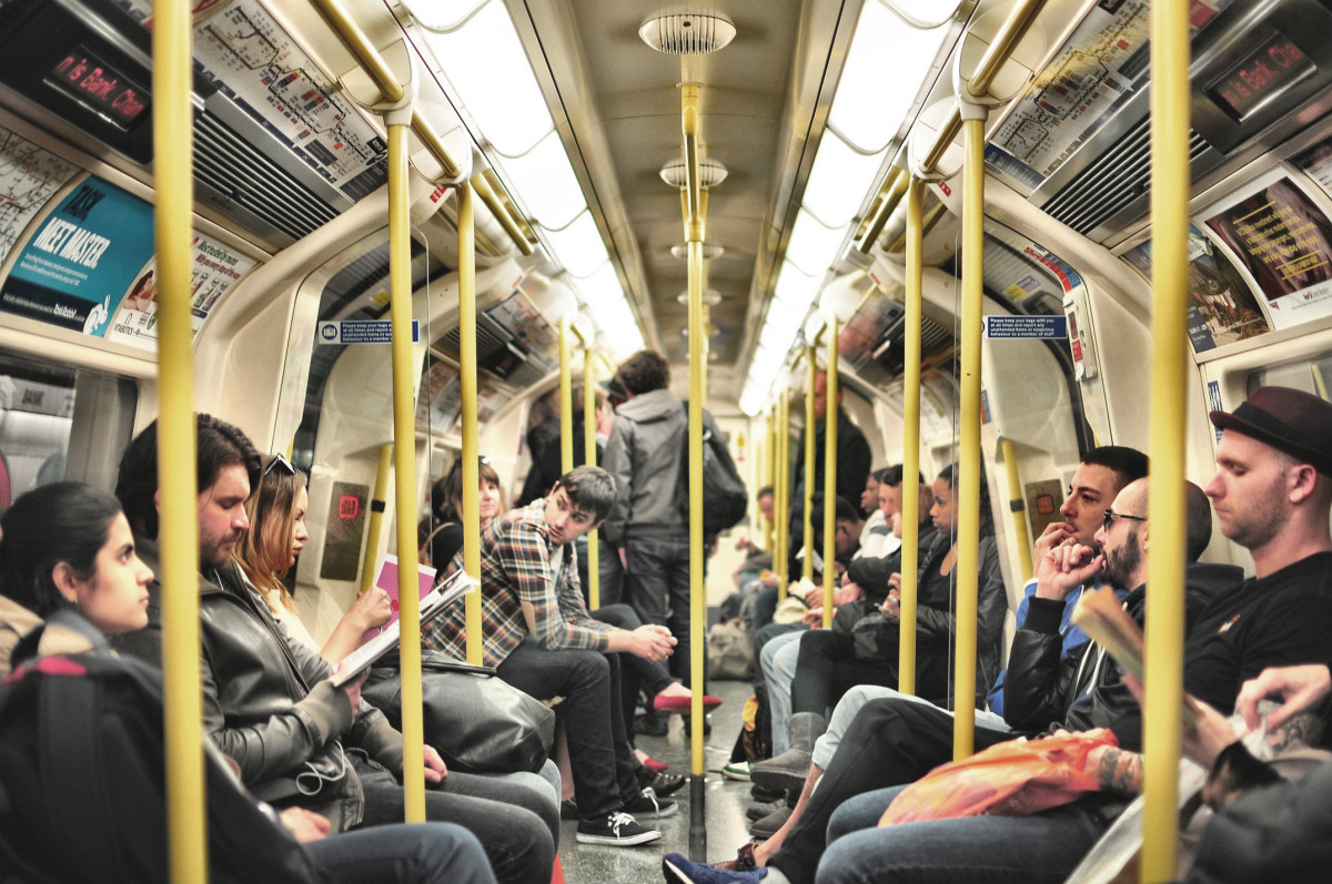 commuters-tube-london