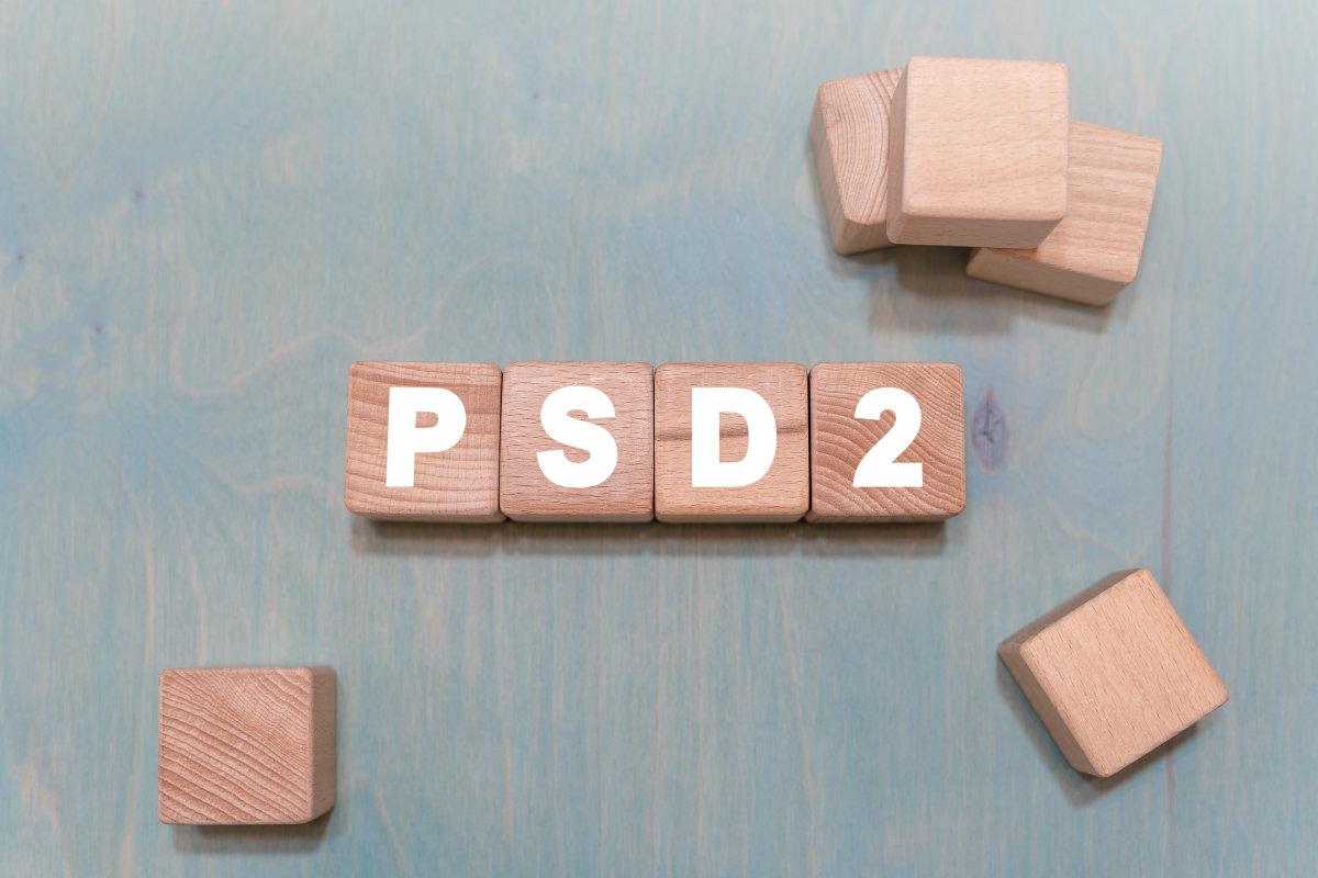 cubi con scritta psd2 in legno