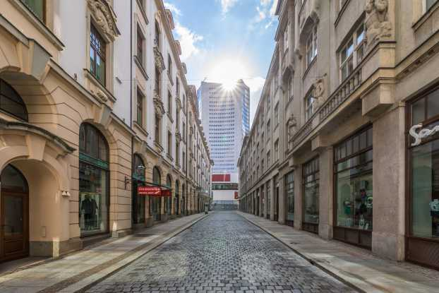 Städtisches Kaufhaus - in the heart of the beautiful city, framed by four streets which guarantee an optimal accessibility with different means of transport.