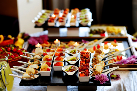 What is the ideal catering menu for a wedding?