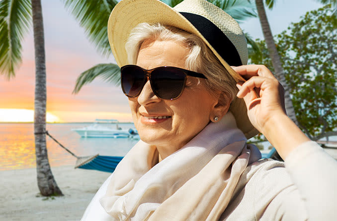 woman with cataracts wearing sunglasses for cataracts