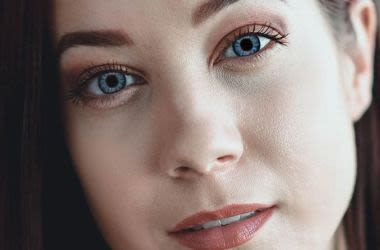 Woman wearing color contact lenses