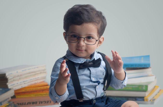 قد يحتاج الطفل إلى نظارات ، تعلم العلامات