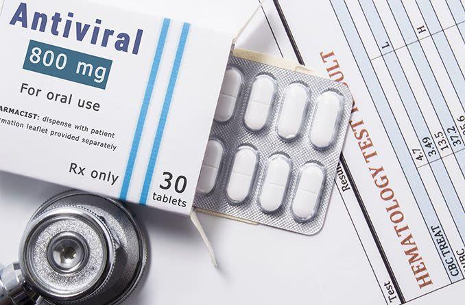 Medicamento antiviral para el tratamiento del herpes ocular