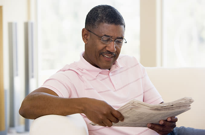 man with cataracts reading a newspaper
