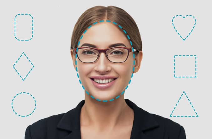 Женщина с лицом овальной формы в очках