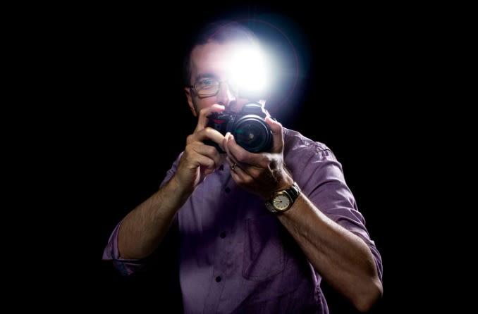 तस्वीरों में कैमरा फ्लैश लाल-आंखें बना सकता है