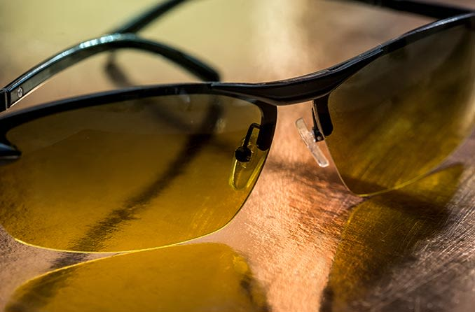 黄色いレンズナイトドライビンググラス