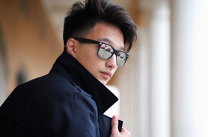 戴着时髦太阳镜的男人