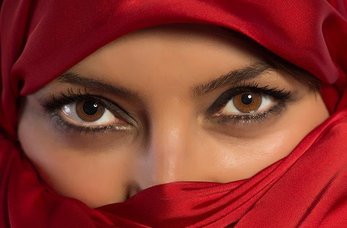 عيون المرأة مع أنيسوكوريا
