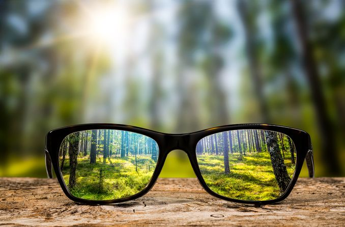 Brille zur Unterstützung bei Kurz- und Weitsichtigkeit