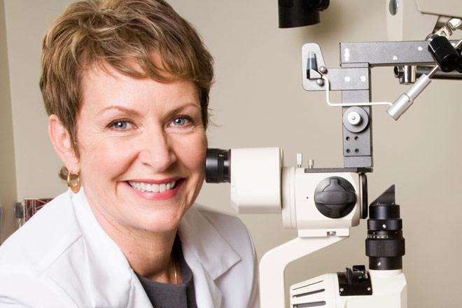 Optometrist vs. Ophthalmologist: How to Choose an Eye Doctor