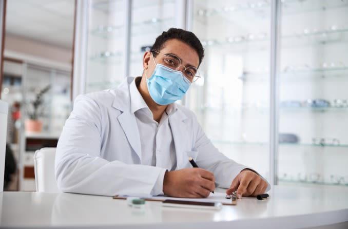 नेत्र चिकित्सक