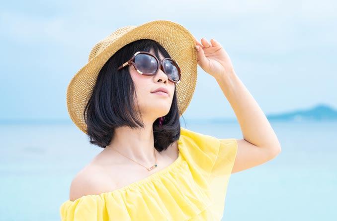 戴著防護太陽鏡的女人 Dàizhe fánghù tàiyángjìng de nǚrén