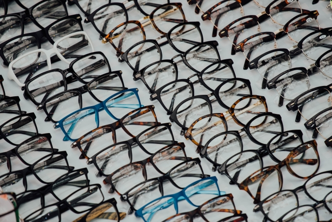94978b06e477 Choosing eyeglasses that suit your personality and lifestyle