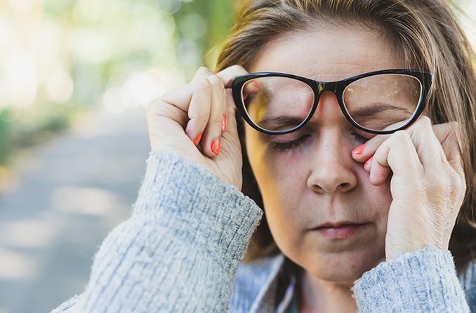How to avoid germs on your glasses (and don't share your eyewear)