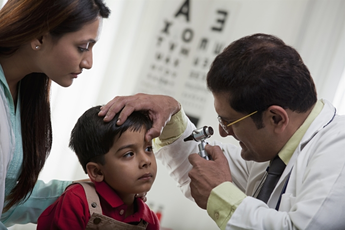 A child gets an eye exam