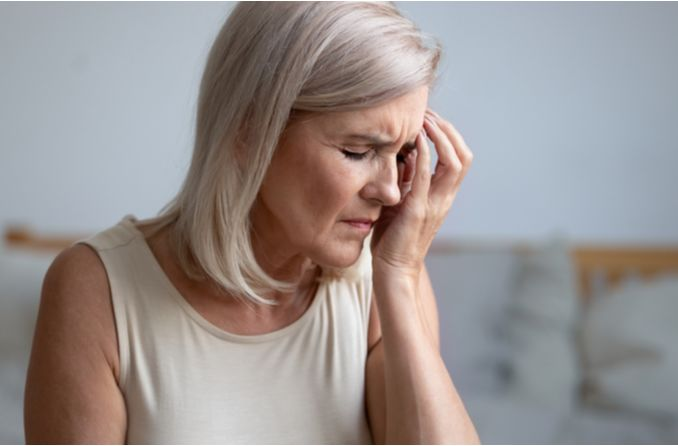 La personne souffre d'hypertension oculaire