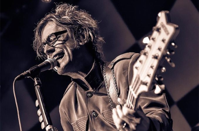 Cheap Trick bassist, Tom Petersson singing and playing guitar