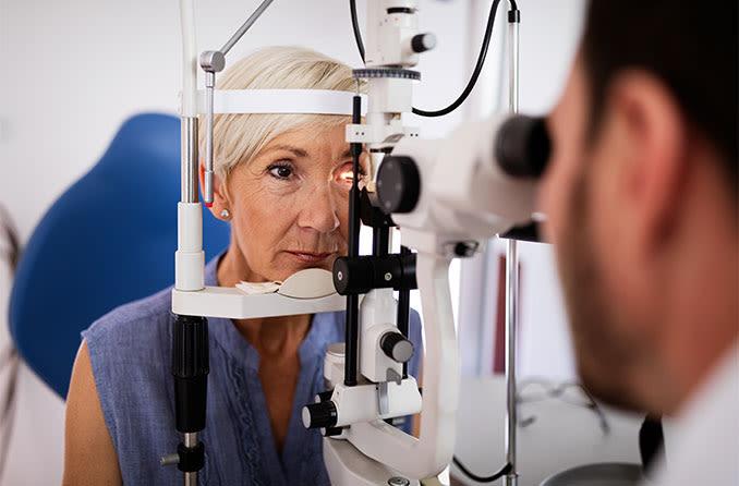 woman getting a glaucoma eye exam