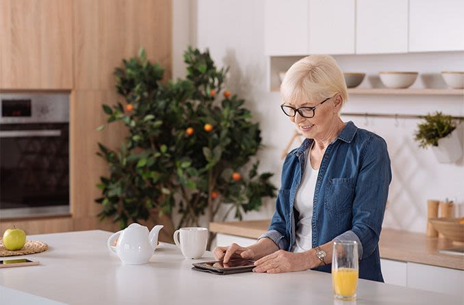 woman applying online for individual vision insurance